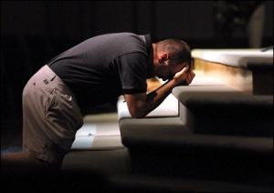 praying_man_at_altar